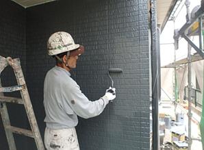 小郡市 M様邸 外壁塗装工事 上塗り2回目 施工中