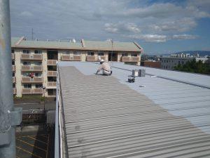 小郡市 アパート 屋根 塗装工事 錆止め 施工中